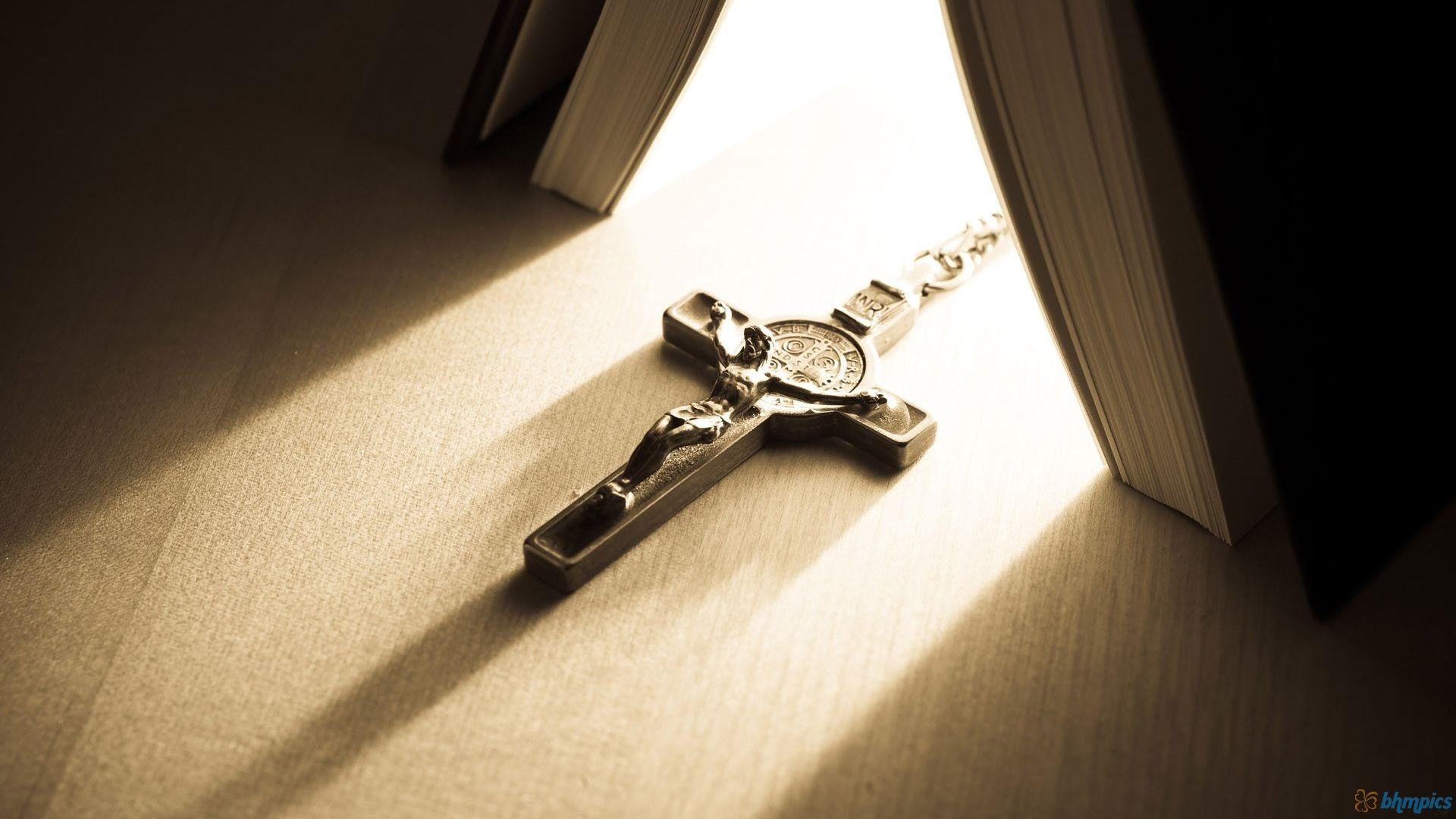 jesus-christ-cross-next-christian-301467